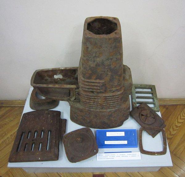 Обогрев военнослужащих в казармах осуществлялся с использованием чугунных печей, найденных в районах их компактного проживания.